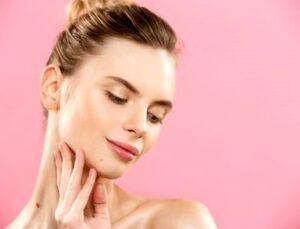 Akne eğilimli ciltler için ballı maske uygulaması nasıl yapılır?
