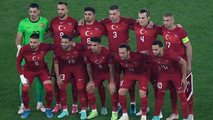Bakan Kasapoğlu, Milli Takımı İtalya karşısında yalnız bırakmadı