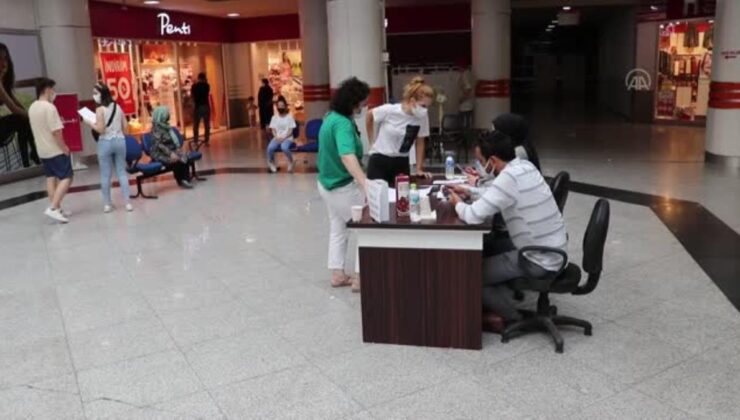 Alışveriş merkezinde randevusuz aşı hizmeti sunuldu
