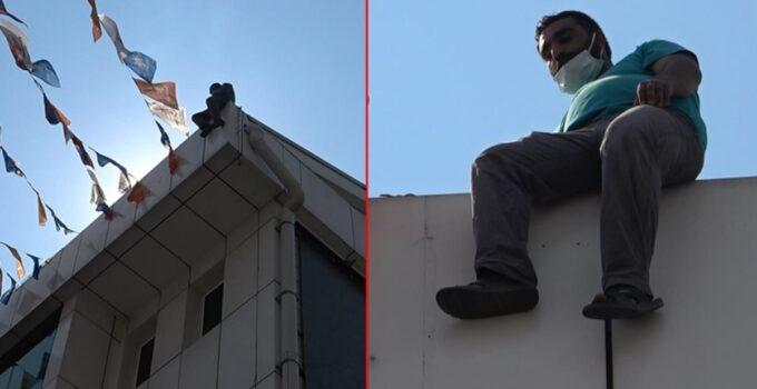 Daha önce 49 kez intihar etmeye kalkışan şahıs bu kez Bursa'da çatıya çıktı