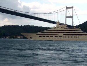Dünyanın en büyük süper yatlarından biri olan 'Dilbar', İstanbul Boğazı'ndan geçti