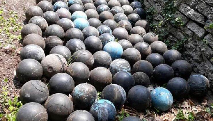 Evinin merdivenlerini yenilemek için yıkan adam, toprağa gömülü 160 adet bowling topu buldu