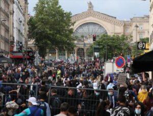 Fransa karıştı! Ülkeyi yangın yerine çeviren aşı karşıtları, bu kez de sağlık merkezini ateşe verdi