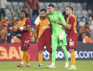 Galatasaraylı taraftarlardan takıma PSV maçı sonrası destek