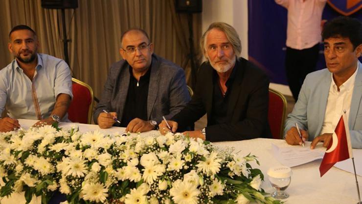 İskenderunspor Riekerink ve Ümit Karan ile imzaladı