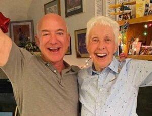 Jeff Bezos ile uzaya uçacak, 82 yaşındaki pilot Wally Funk'ın cesareti takdir topladı