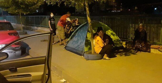 Osmaniye Düziçi'nde art arda yaşanan depremler nedeniyle halk geceyi sokakta geçirdi