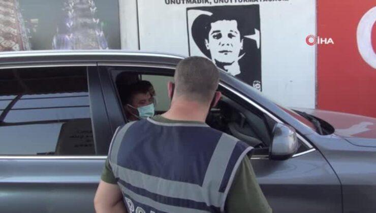 Polis kontrol noktasında sürücülerin Covid-19 aşıları yapılıyor
