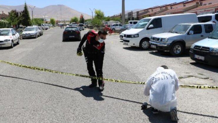 Pompalı tüfekle ateş açtığı iş yerindekilerin tabancayla karşılık vermesi sonucu öldürüldü