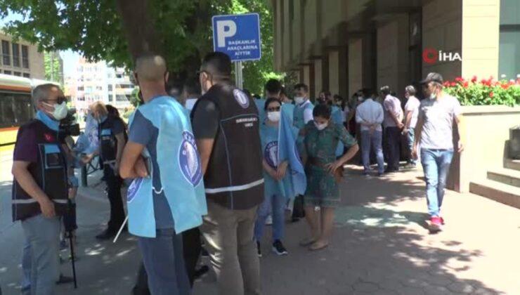 Sağlıkçılardan ücretsiz toplu taşımanın kaldırılmasına alkışlı tepki