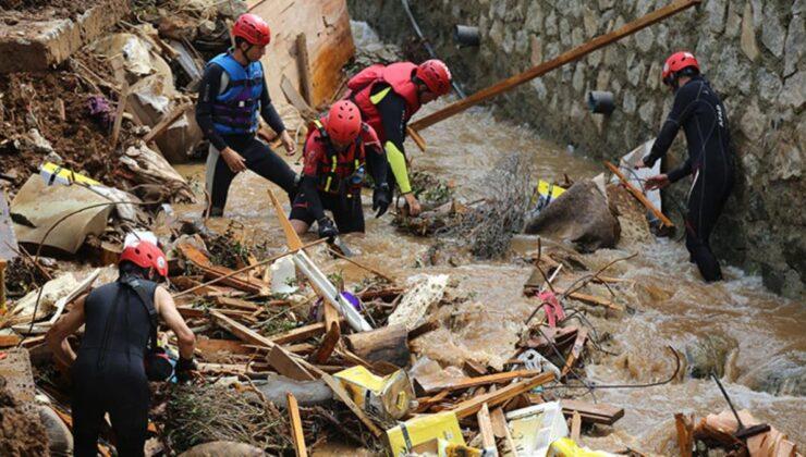Sel felaketinin vurduğu Rize'de umutlu bekleyiş! Kayıp iki kişi için arama çalışmaları devam ediyor