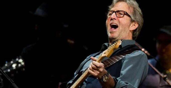 Ünlü rockçı Eric Clapton, aşı zorunluluğu olan salonlarda konser vermeyeceğini açıkladı