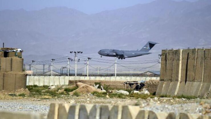 Kabil'den kalkan İtalya'ya ait askeri uçağa ateş açıldı! İçinde siviller de var