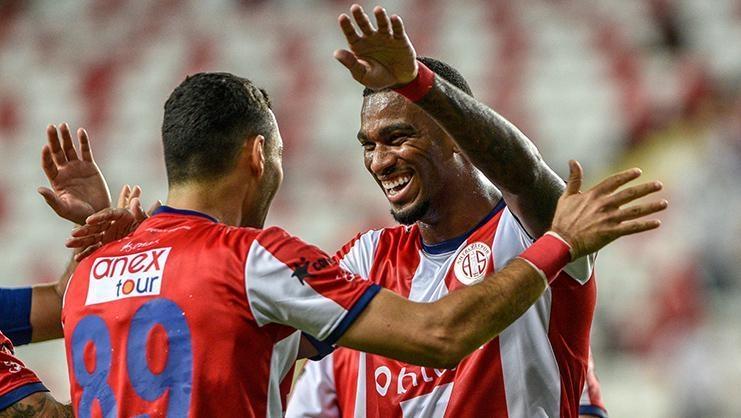 ÖZET   Antalyaspor-Çaykur Rizespor maç sonucu: 3-2
