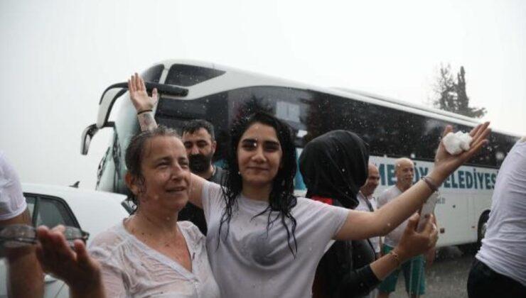 Yangın bölgesi Antalya'da yağmur sevinci! Çığlık atarak kutladılar