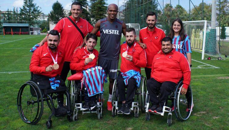 Öztürk kardeşler, Trabzonsporlu futbolcularla bir araya geldi