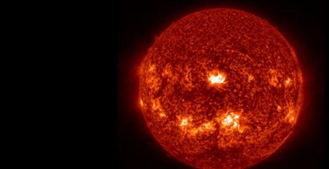 Ünlü gök bilimci, bağımlısına kötü haberi verdi! Şiddetli güneş fırtınası interneti aylarca kesebilir