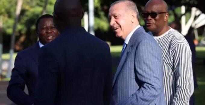 Erdoğan, kahkaha attığı fotoğrafın perde arkasını anlattı: Eski futbolcu Weah ile bir espri üzerine gülümsedik