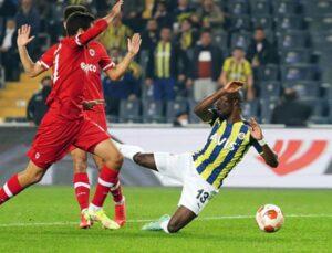 Kadıköy'de yıkım! Fenerbahçe, sahasında Antwerp'le 2-2 berabere kalarak galibiyet hasretini sürdürdü