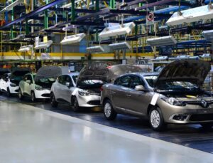 Renault'nun Slovenya fabrikası elektronik parça sıkıntısı nedeniyle 350 kişiyi işten çıkaracak