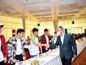 'Şehirden Şehire Gönül Köprüsü' projesini başlatan Bursa Büyükşehir Belediyesi, öksüz ve yetimler ile şehit ve gazi çocuklarını ağırladı